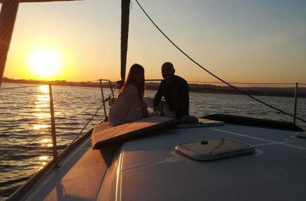 Tour in barca a vela Catania al tramonto