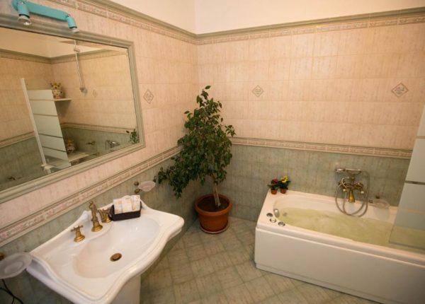 camera-con-vasca-idromassaggio-tribunale-palermo
